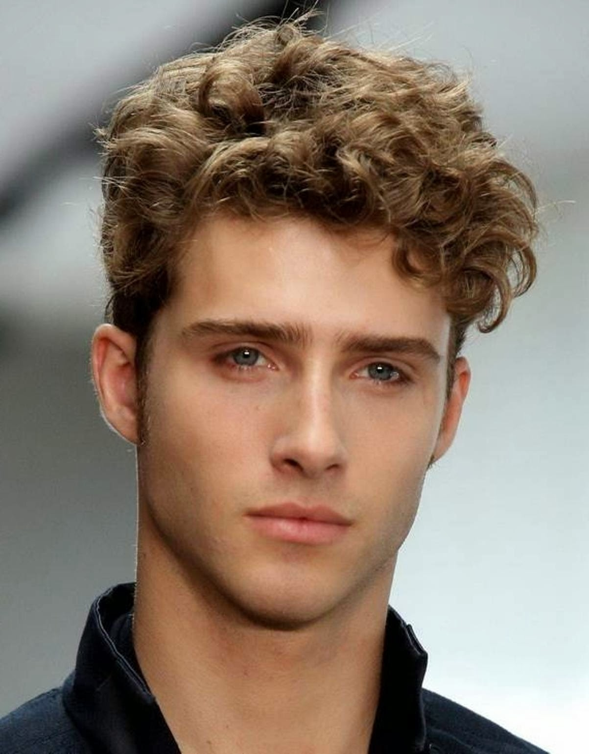 4_cool-short-curly-hair-styles-for-men